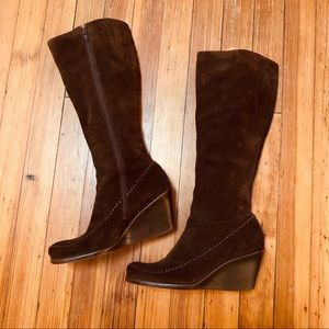 Like new Aerosoles brown suede gather round boot 8